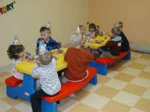 Geburtstagsfeier an Kindersitzgruppe
