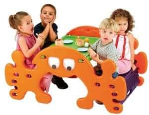 Kindersitzgruppe Kunststoff mit Wippe